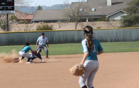 Softball Girls Take the WIN !